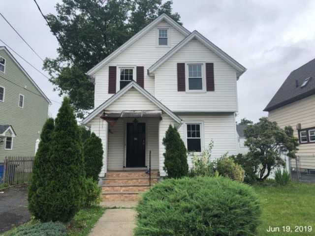 3 BR,  2.50 BTH  Colonial style home in Elizabeth