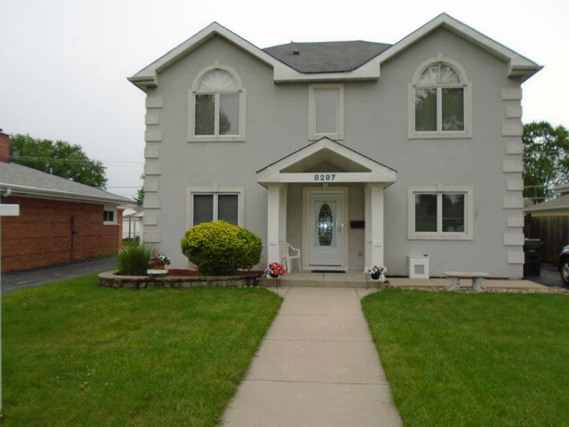 4 BR,  3.00 BTH Colonial style home in Niles