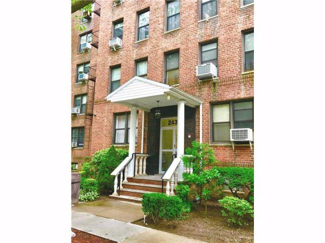 [Elmhurst Real Estate, listing number 6898958]