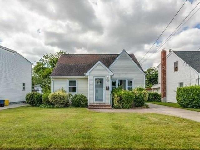 4 BR,  2.00 BTH  Cape style home in Plainview