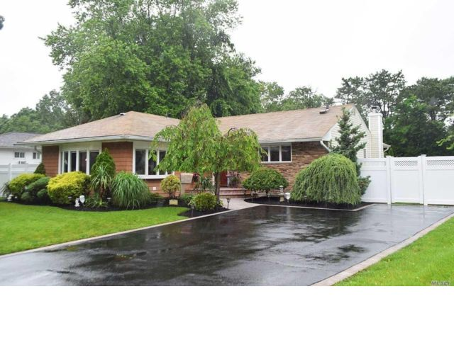 3 BR,  2.00 BTH Ranch style home in Deer Park