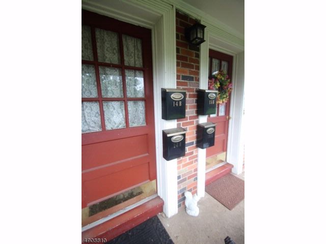 1 BR,  1.00 BTH  First floor uni style home in North Caldwell