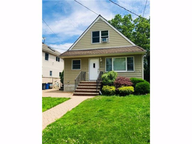 4 BR,  2.00 BTH  Single family style home in Eltingville