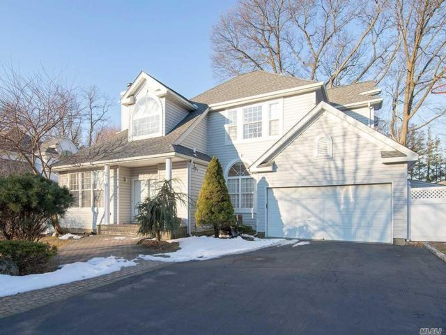 [Syosset Real Estate, listing number 6900098]