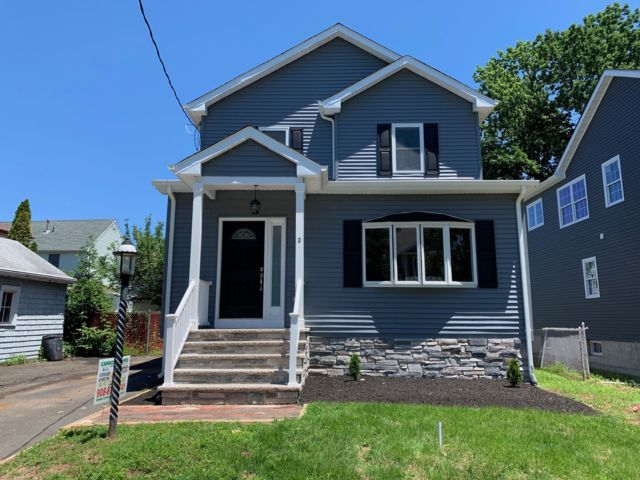 3 BR,  2.50 BTH Colonial style home in Cranford