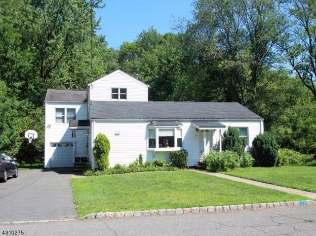 5 BR,  3.00 BTH Custom home style home in Fairfield