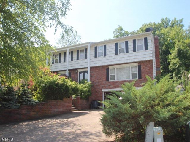 5 BR,  3.50 BTH Colonial style home in Fairfield
