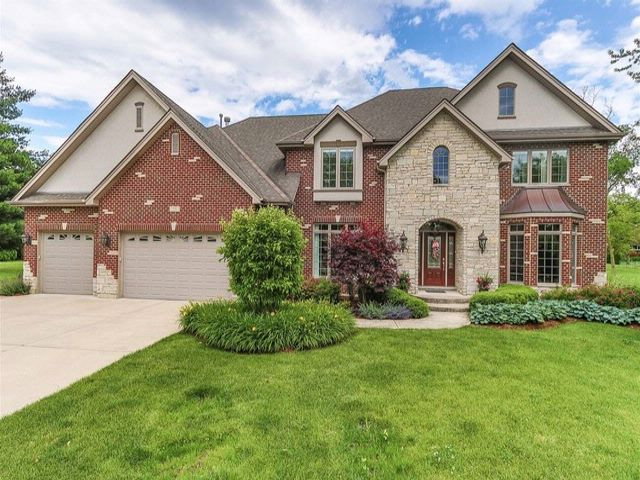 5 BR,  5.50 BTH Traditional style home in Roselle