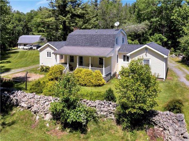 2 BR,  3.00 BTH Farm house style home in Narrowsburg