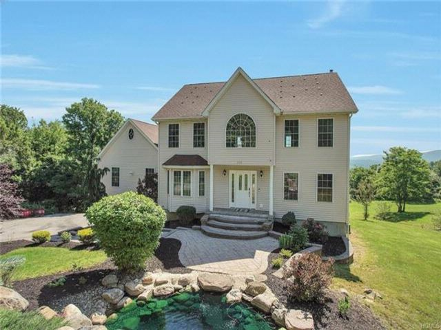 4 BR,  2.50 BTH  Colonial style home in Newburgh