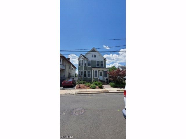 3 BR,  1.55 BTH  Colonial style home in Elizabeth