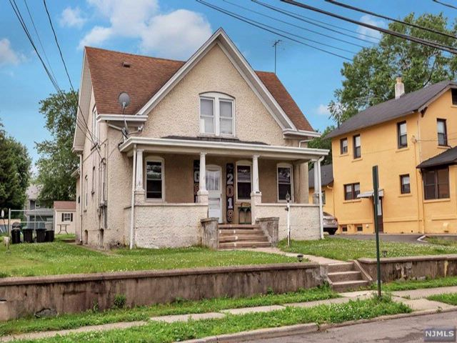 4 BR,  2.00 BTH 2 family style home in East Rutherford
