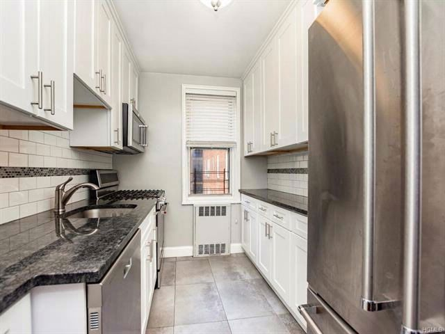 2 BR,  1.00 BTH Mid rise style home in Riverdale