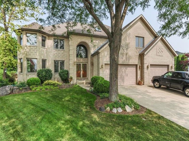 6 BR,  5.50 BTH Traditional style home in Schaumburg