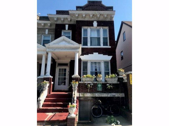 4 BR,  2.00 BTH  Single family style home in Flatbush