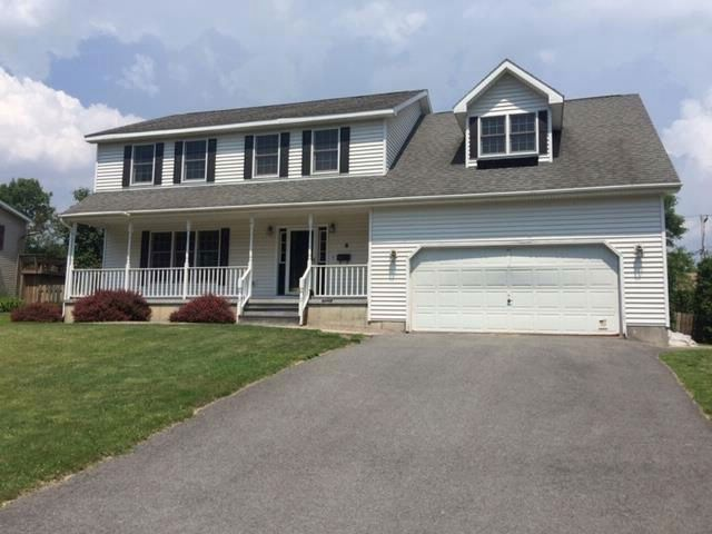 4 BR,  2.50 BTH Colonial style home in Plattsburgh