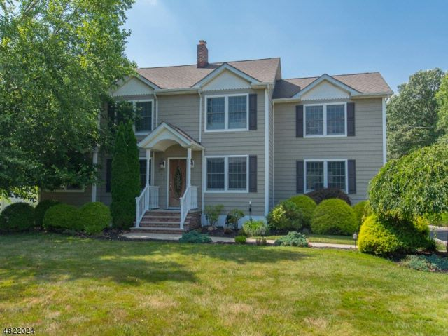 4 BR,  3.00 BTH Colonial style home in Fairfield