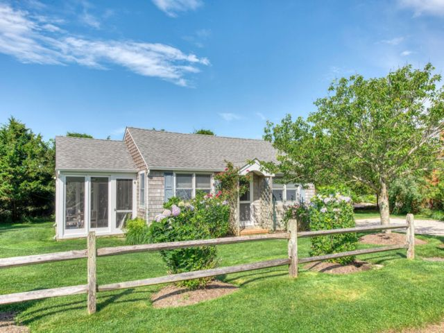 3 BR,  1.00 BTH  Cottage style home in Amagansett