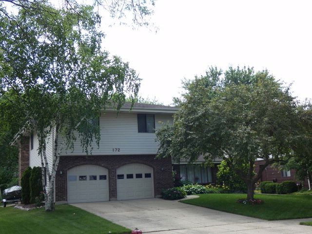 4 BR,  2.50 BTH House style home in Bloomingdale