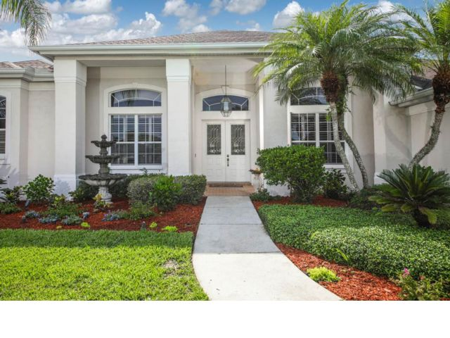 4 BR,  2.00 BTH Contemporary style home in Lakewood Ranch
