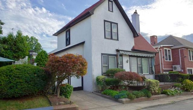 3 BR,  2.50 BTH  Colonial style home in Bay Ridge