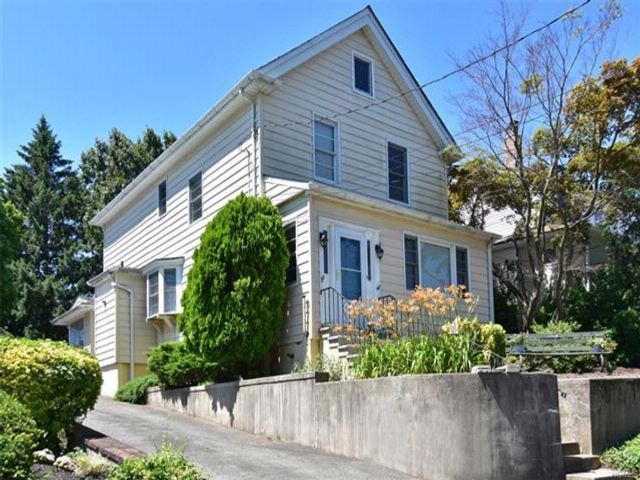 4 BR,  1.50 BTH Colonial style home in Eastchester