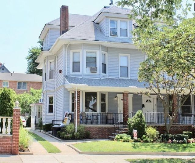 6 BR,  3.00 BTH  Colonial style home in Bay Ridge