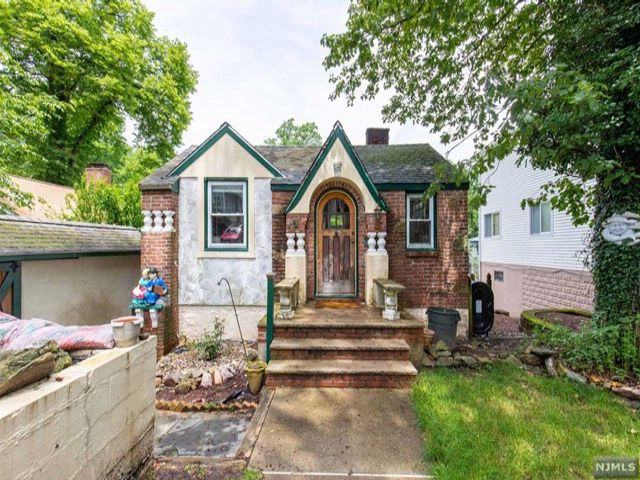 2 BR,  1.00 BTH Cape code style home in Hopatcong