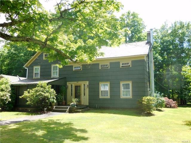 3 BR,  2.00 BTH  Colonial style home in Pine Bush