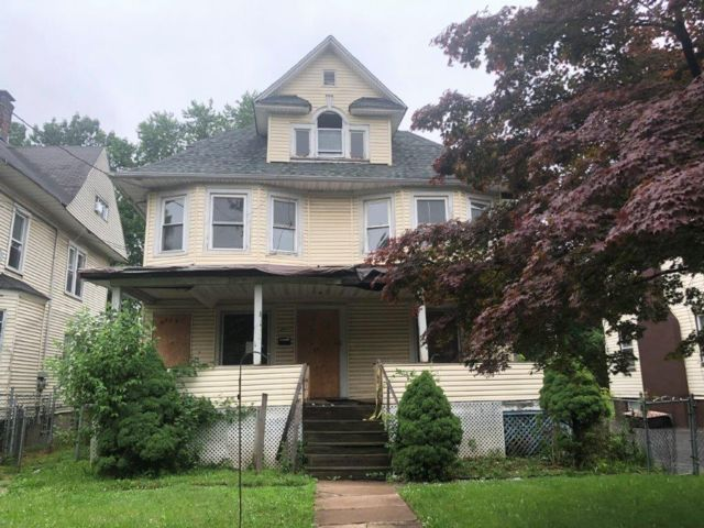 4 BR,  2.00 BTH  Colonial style home in Plainfield