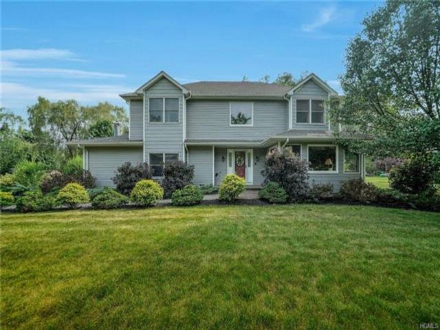 4 BR,  2.50 BTH Colonial style home in Central Valley
