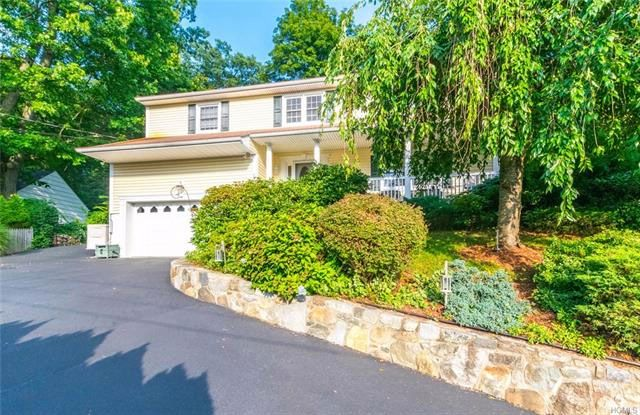 4 BR,  2.50 BTH  Split level style home in Briarcliff Manor
