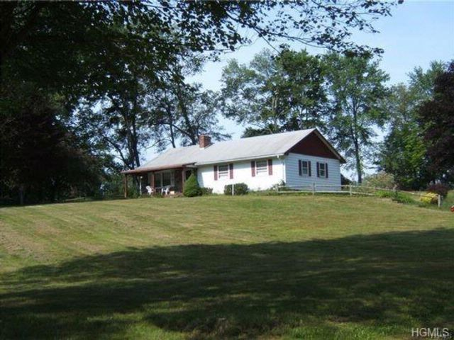 3 BR,  2.00 BTH  Raised ranch style home in Swan Lake