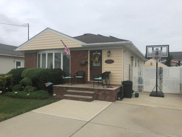 [Howard Beach Real Estate, listing number 6903888]