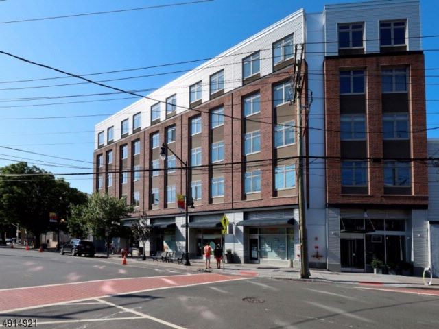 2 BR,  2.00 BTH Multi floor uni style home in Jersey City