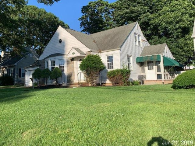2 BR,  1.00 BTH Cape style home in Linden