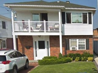 3 BR,  2.50 BTH Apartment style home in Belle Harbor
