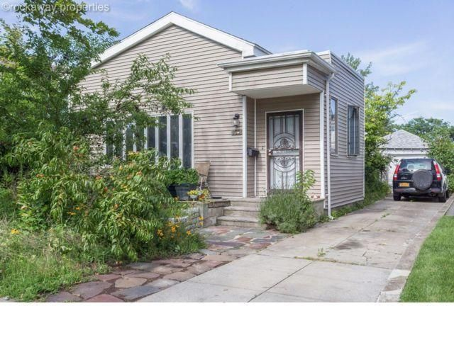 5 BR,  2.00 BTH Duplex style home in Belle Harbor