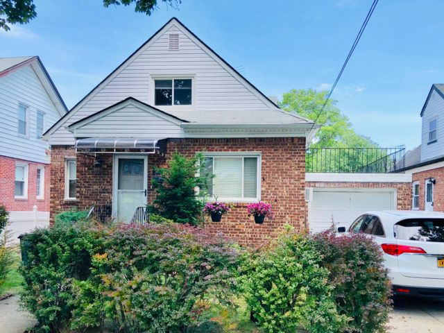 4 BR,  2.50 BTH  Cape style home in Flushing