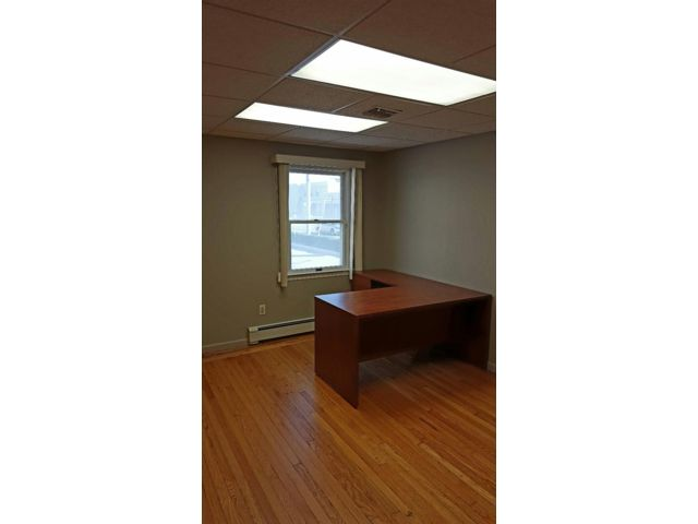 Studio,  0.00 BTH  Office space style home in Syosset