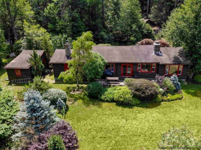 4 BR,  3.00 BTH Log home style home in Chichester