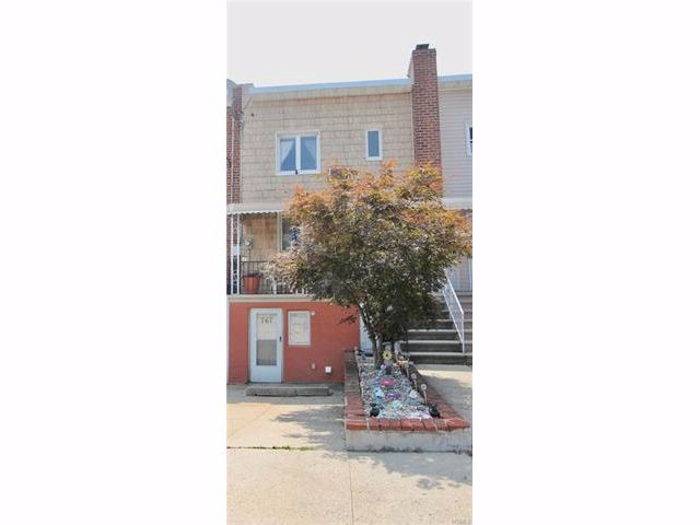 3 BR,  2.50 BTH  Other/see remar style home in Throggs Neck