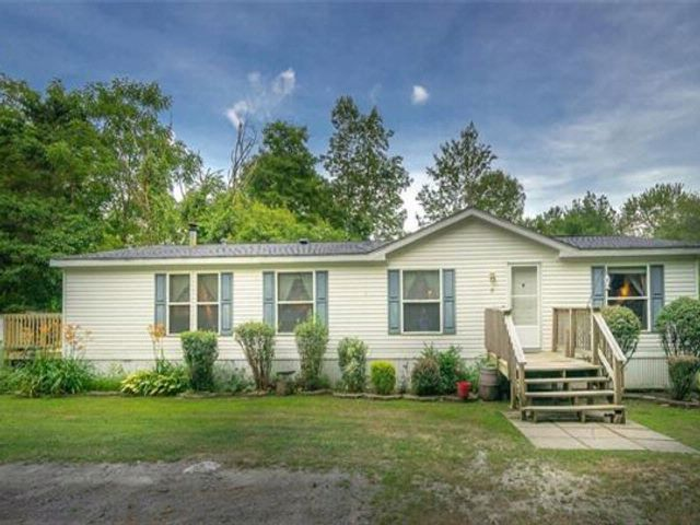 3 BR,  2.00 BTH  Mobile home wit style home in Pine Bush