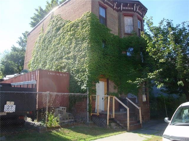 4 BR,  3.00 BTH  Other style home in Newburgh