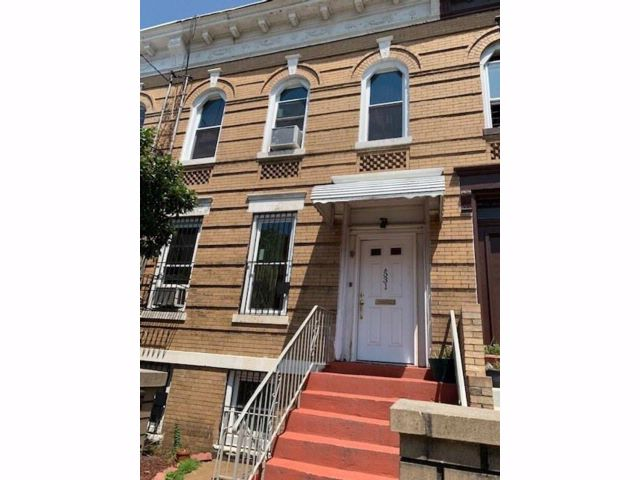 6 BR,  0.00 BTH  Multi-family style home in East New York