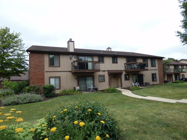 2 BR,  2.00 BTH Condo style home in Roselle