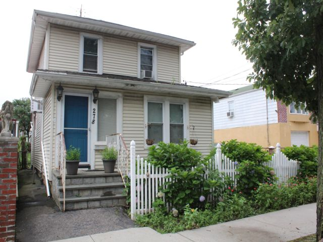 3 BR,  2.50 BTH  Colonial style home in Throggs Neck