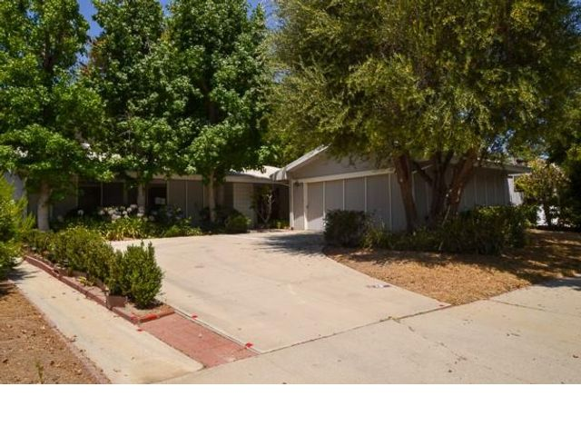 3 BR,  2.00 BTH  style home in Woodland Hills