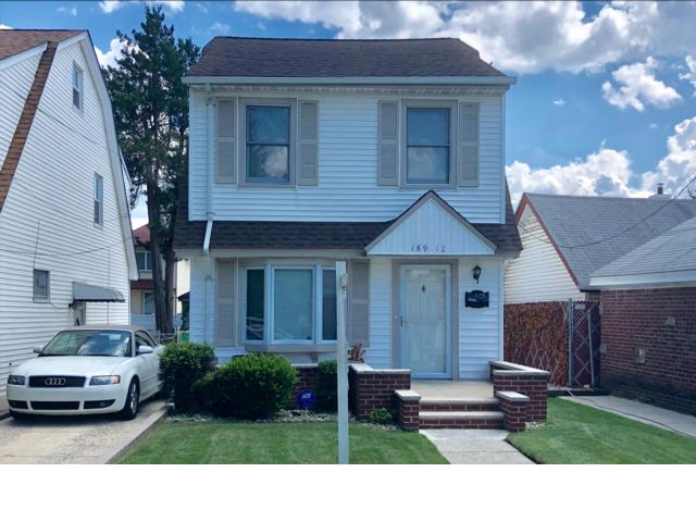 4 BR,  1.50 BTH Colonial style home in Flushing