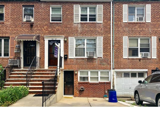 3 BR,  2.00 BTH   style home in Fresh Meadows